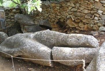 Κούροι στα Aρχαία Λατομεία Μαρμάρου (περιοχές Φαράγγι και Φλεριό, Μέλανες)