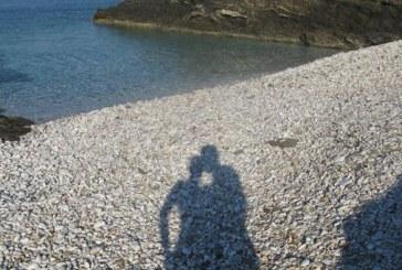Η Δική Μου Σχοινούσα: Ρακέτες, Beach Volley και η Εξερεύνηση του Νησιού σε μια Μοτοσικλέτα