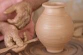 Στη Νάξο: Διατηρώντας την Αιώνια Τέχνη της Κεραμικής και της Αγγειοπλαστικής
